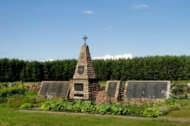 Antkapinis paminklas Lazdijų apylinkėse žuvusių Dainavos apygardos partizanų