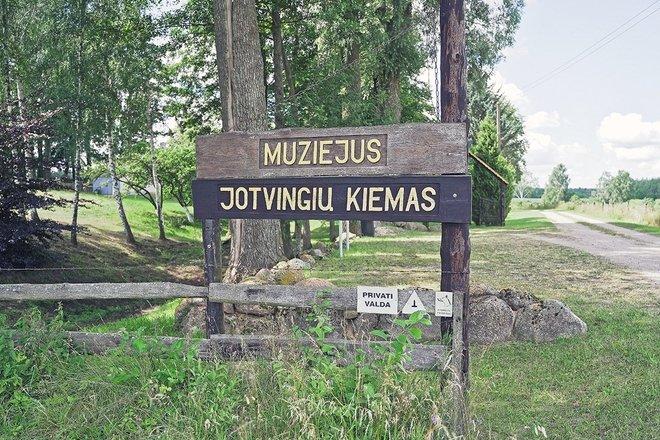 """Akmenų muziejus """"Jotvingių kiemas"""""""